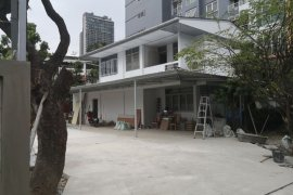 4 Bedroom House for sale in Khlong Tan Nuea, Bangkok