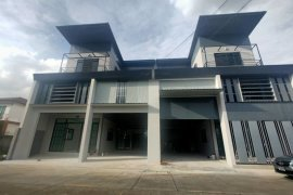 6 Bedroom Office for sale in Lat Sawai, Pathum Thani