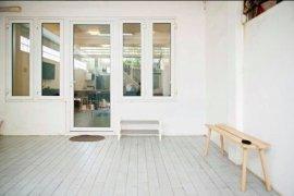 ให้เช่าทาวน์เฮ้าส์ 3 ห้องนอน ใน ยานนาวา, สาทร ใกล้  BTS ศึกษาวิทยา