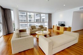 ให้เช่าเซอร์วิส อพาร์ทเม้นท์ เอกมัย การ์เดนส์  3 ห้องนอน ใน พระโขนงเหนือ, วัฒนา ใกล้  BTS เอกมัย
