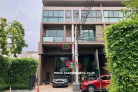 ขายทาวน์เฮ้าส์ บ้านกลางเมือง รัชโยธิน  3 ห้องนอน ใน เสนานิคม, จตุจักร ใกล้  MRT สวนจตุจักร