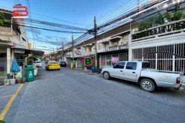 ขายทาวน์เฮ้าส์ 2 ห้องนอน ใน ดินแดง, ดินแดง ใกล้  MRT ห้วยขวาง
