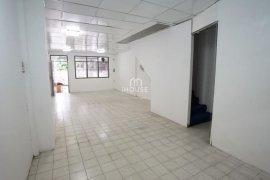 ให้เช่าบ้าน 3 ห้องนอน ใน ดินแดง, ดินแดง ใกล้  MRT สุทธิสาร