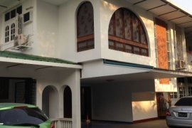 4 အိပ္ခန္းမ်ား villa ငွားရန္ အတြင္း Bahan, Yangon