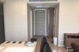 2 ห้องนอน คอนโดมิเนียม สำหรับขาย ใน เดอะ รูม สุขุมวิท 21 ใกล้ MRT สุขุมวิท