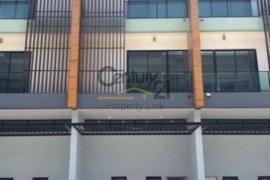 3 bedroom townhouse for rent in Tha Kham, Bang Khun Thian