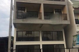 3 bedroom townhouse for sale in Phra Sing, Mueang Chiang Mai