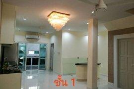 3 bedroom townhouse for rent near BTS Surasak