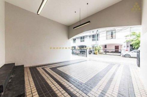 ขายทาวน์เฮ้าส์ 7 ห้องนอน ใน พระโขนง, คลองเตย ใกล้  BTS เอกมัย