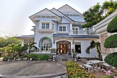 4 Bedroom House for sale in Bang Chak, Bangkok